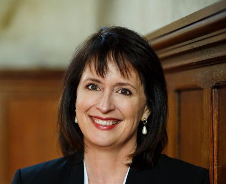 Portrait officiel de Nadine Maenza