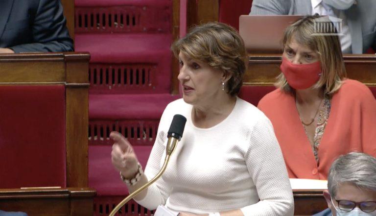 Annie Genevard, députée LR du Doubs, défend un amendement dans l'hémicycle