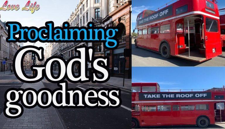 Un bus touristique londonien transformé a parcouru la capitale avec à son bord un groupe de louange proclamant le nom de Jésus