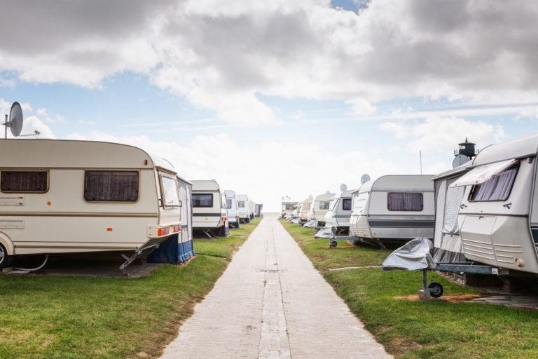 caravanes sur un terrain