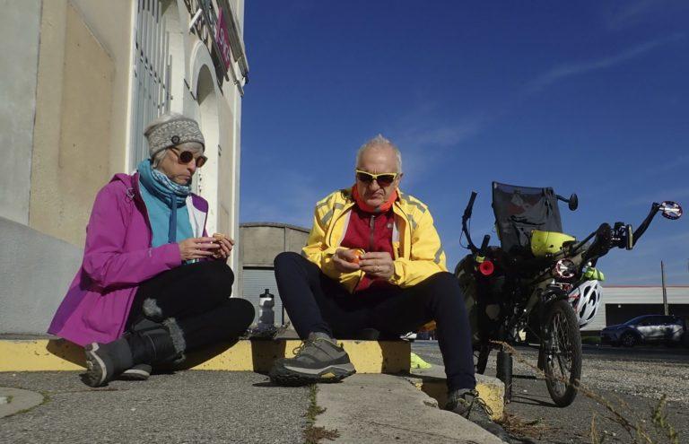 Marc et Françoise Brunet en pause après une longue étape de tandem