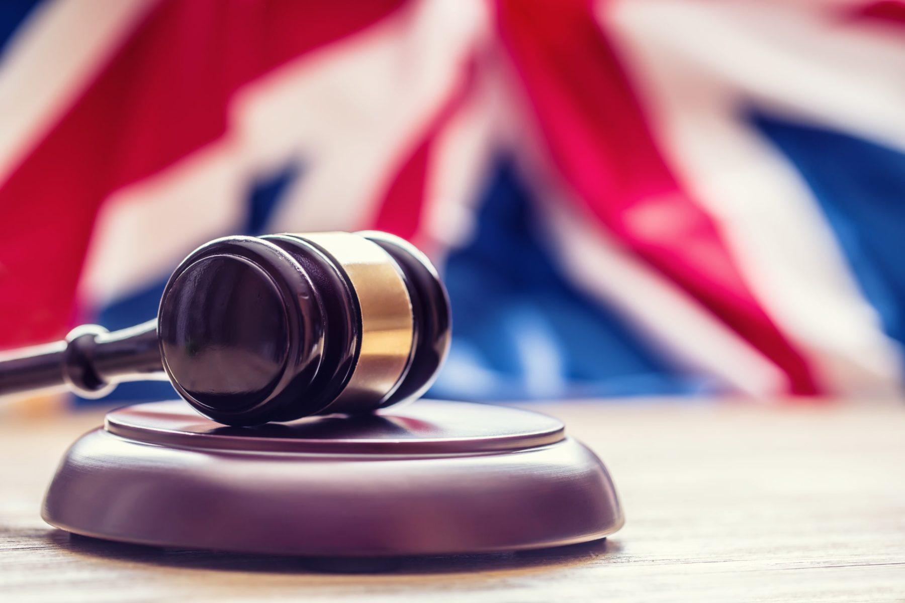 Drapeau et Cour de Justice en Grande Bretagne
