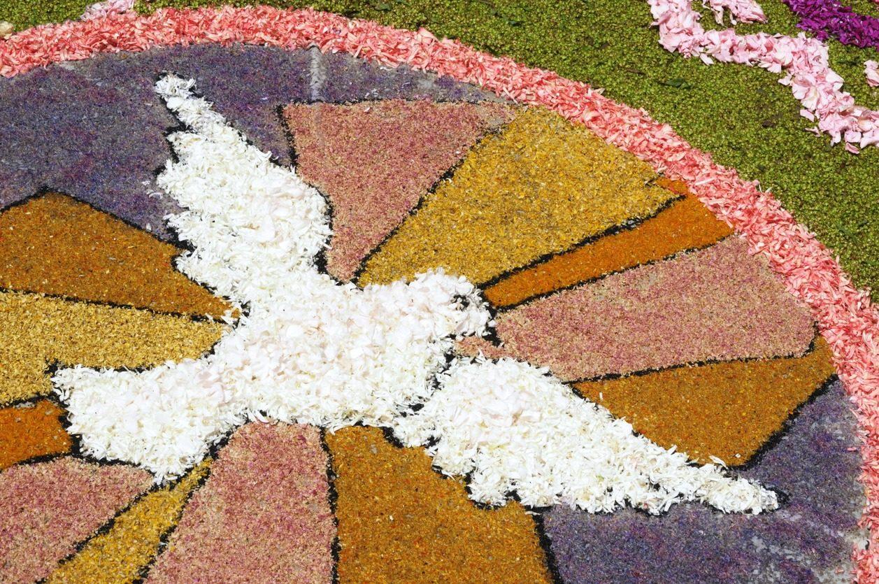 Arrangement floral en forme de Colombe