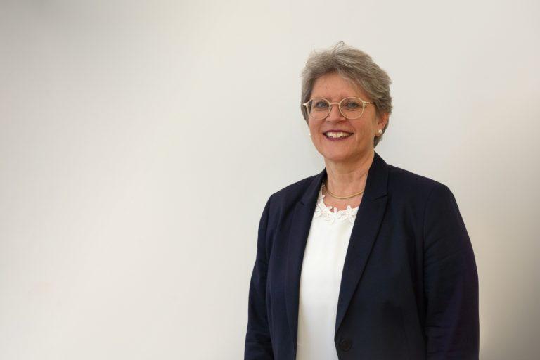 Rita Famos est la première femme élue à la tête de l'EERS