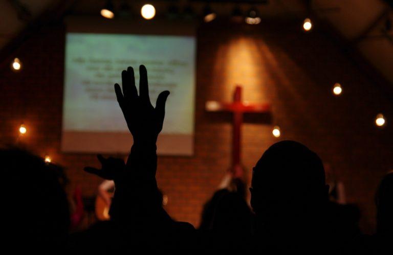 Soirée de louange dans une Eglise