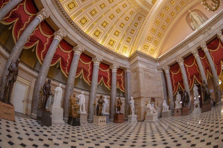 Washington DC: vue grand angle à l'intérieur de Statuary Hall dans le bâtiment du Capitole des États-Unis.