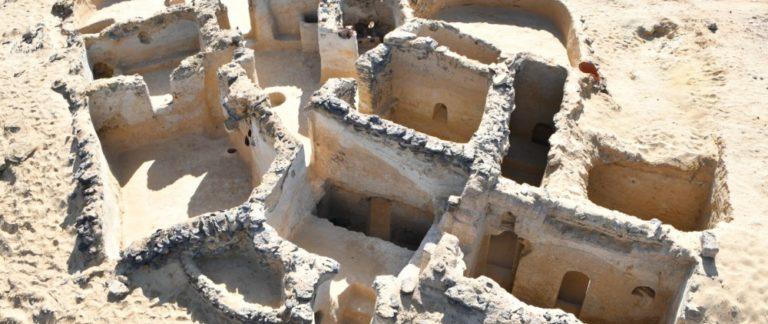 Le monastère dans le désert égyptien date probablement d'environ 350 après JC. (Photo: Victor Ghica / MF)