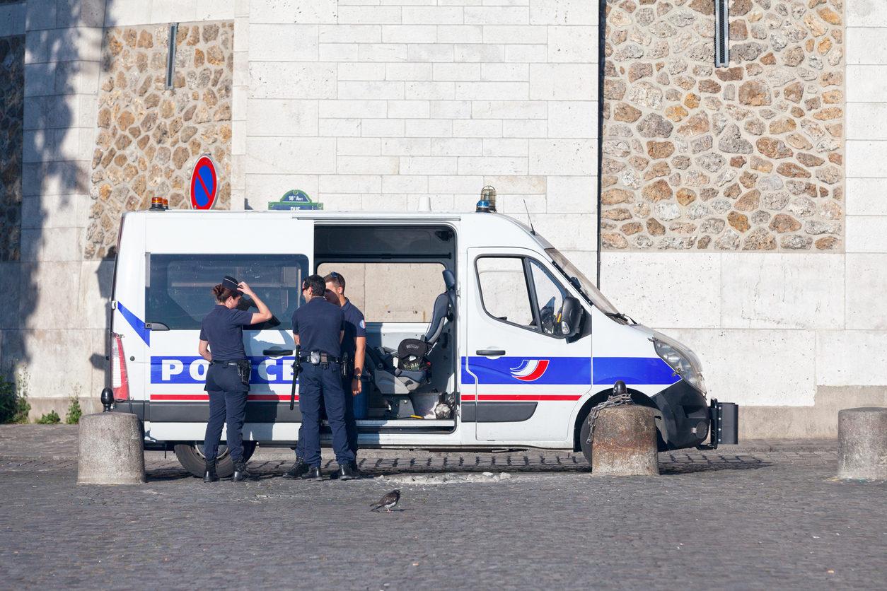1er septembre 2016: Des policiers devant la basilique du Sacré-Coeur dans le cadre de la lutte contre la menace terroriste contre les monuments historiques de Paris.