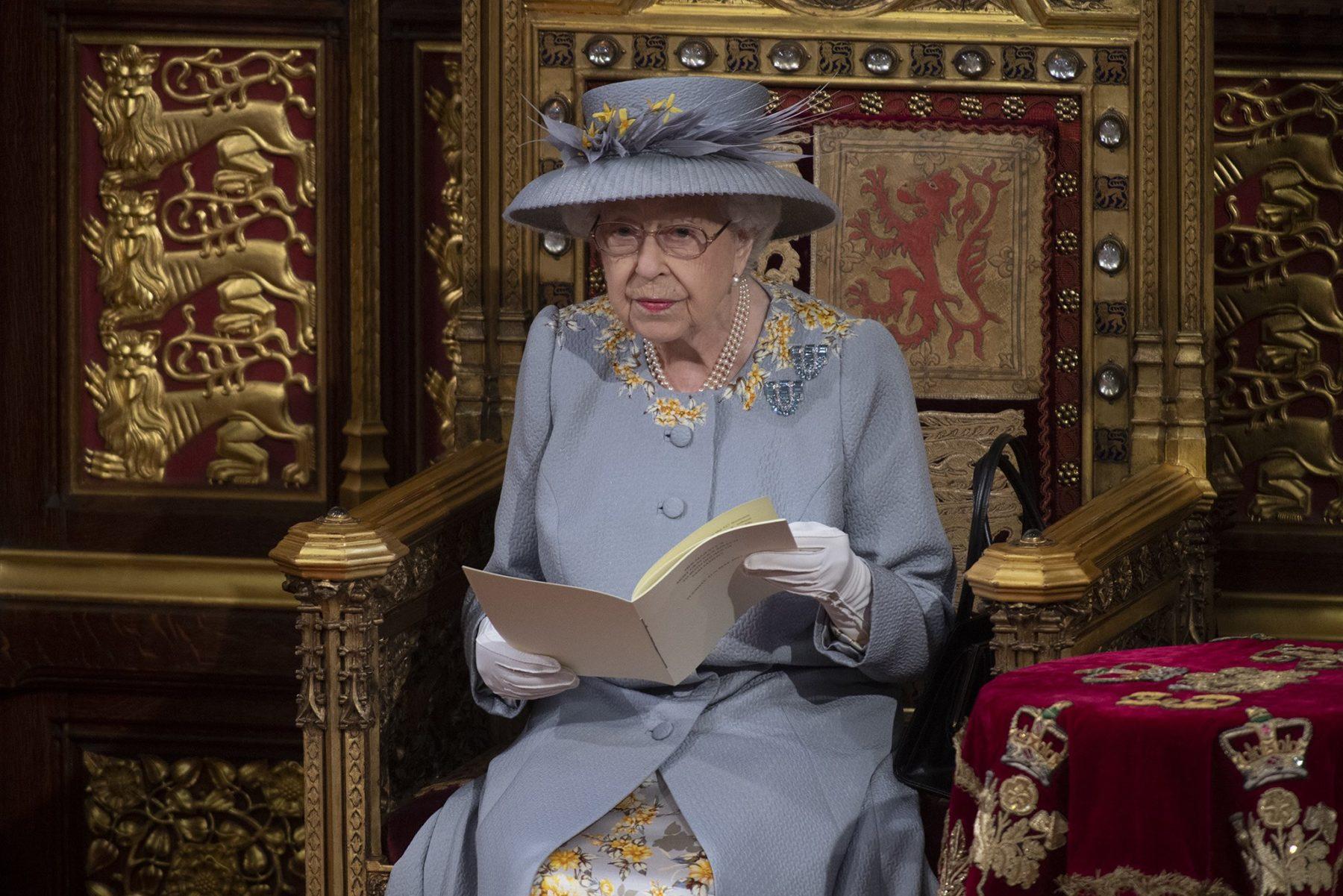 Le discours n'est pas rédigé par la reine, mais par le gouvernement, décrivant les politiques et les projets de loi futurs