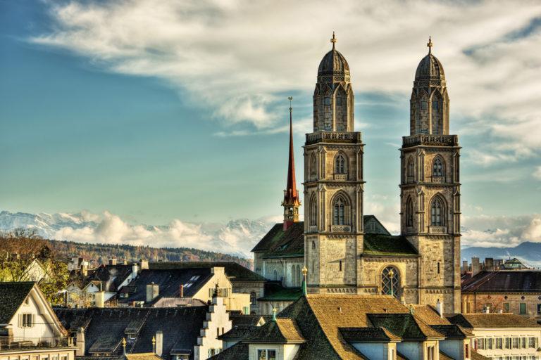 Le Grossmünster de Zurich est célèbre comme étant l'un des principaux lieux de la réforme protestante grâce à Ulrich Zwingli puis Heinrich Bullinger.