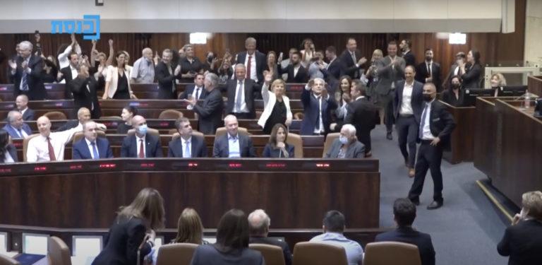 Naftali Bennett succède au Premier ministre Benjamin Netanyahu