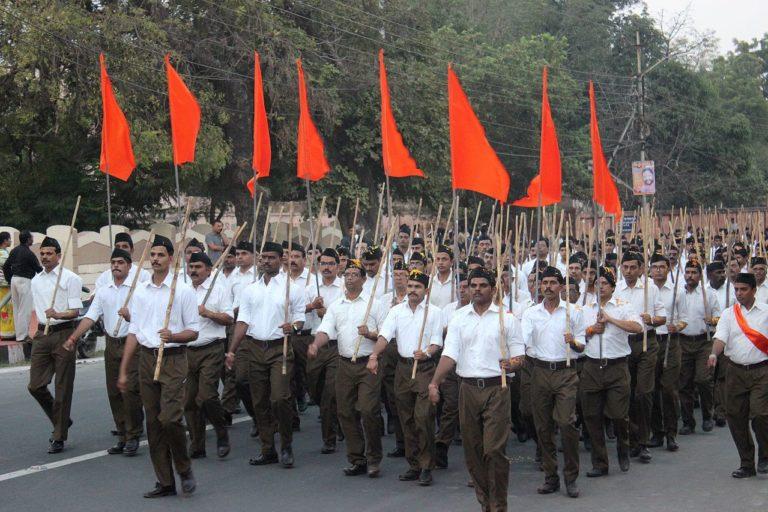 La milice nationaliste hindoue Rashtriya Swayamsevak Sangh (RSS) défilant en 2016 dans les rue de Bhopal (Madhya Pradesh).