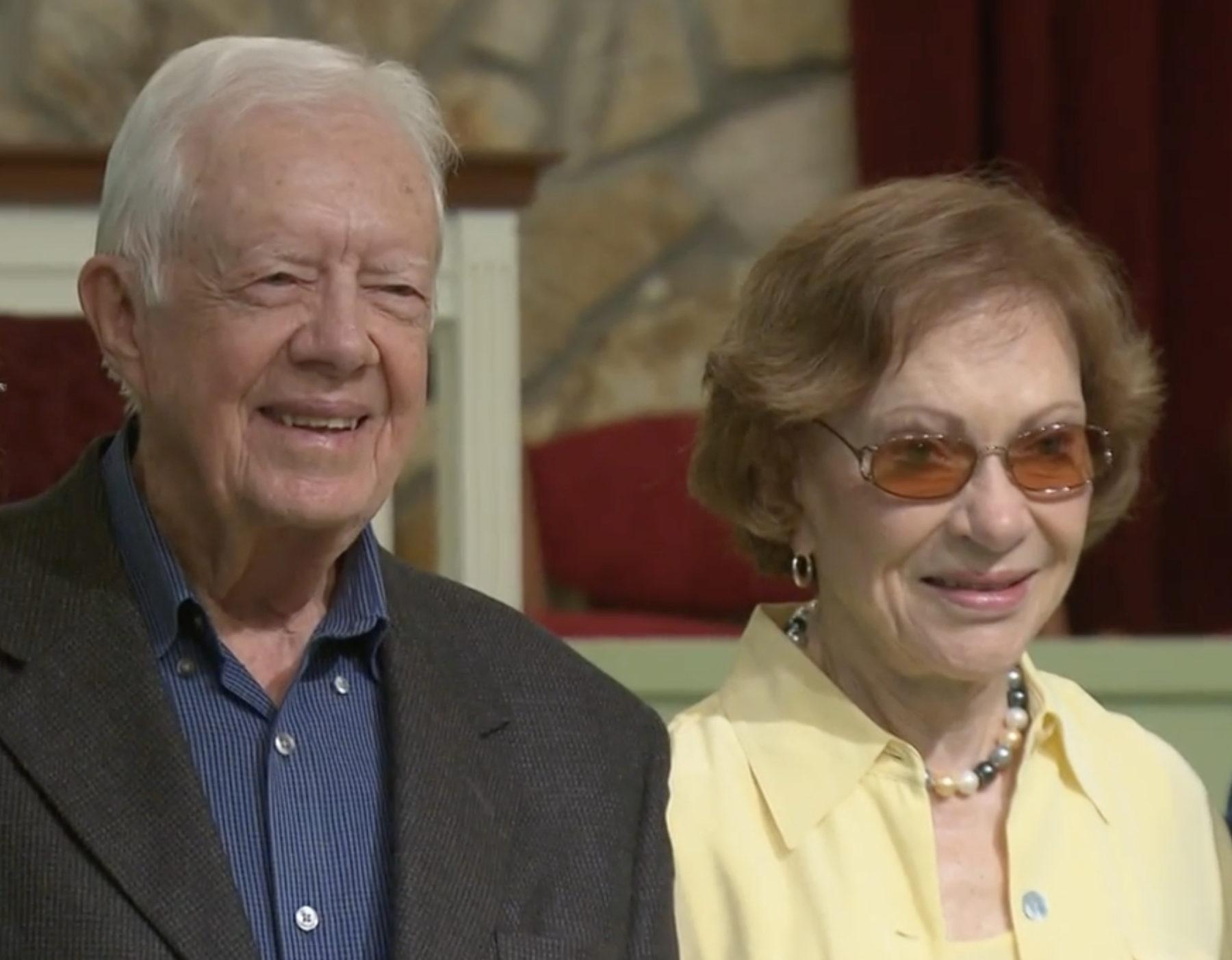 L'ancien président Jimmy Carter et sa femme Rosalynn fêtent leurs 75 ans de mariage