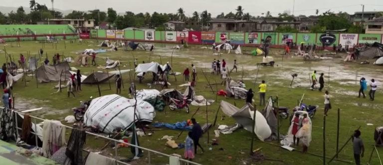 Les averses charriées par la tempête tropicale Grace sont venues prolonger le calvaire des habitants du sud d'Haïti, sinistrés par le séisme.
