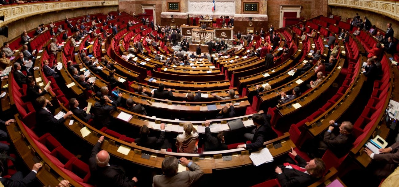 Hémicycle peuplé de l'Assemblée nationale